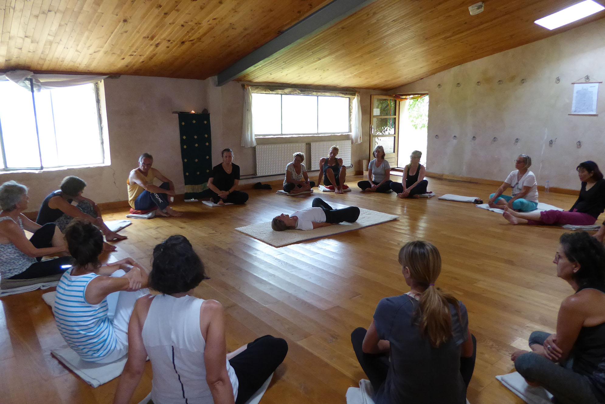 retraites été yoga dans le Luberon